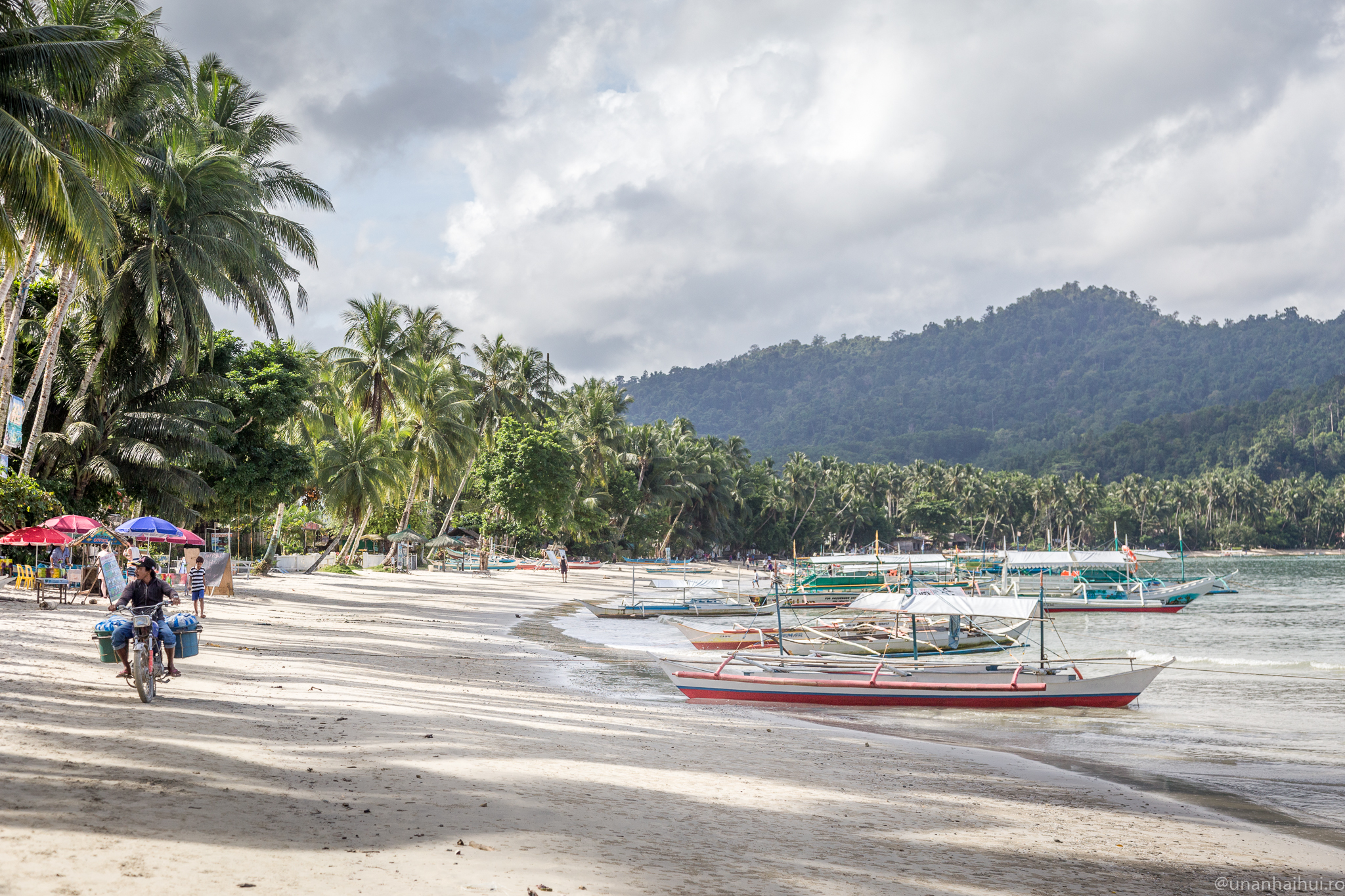 Viațaînșlapi– o ziînPort Barton, Palawan