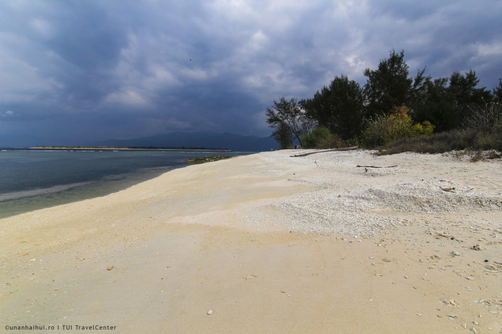Plaja albe, din corali maruntiti