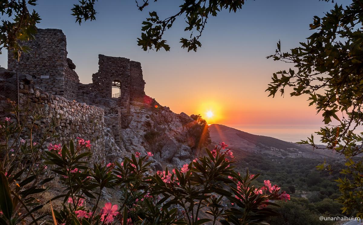 Cum să-ţi baţi joc de vacanţa de vară în Grecia, în 10 paşi simpli