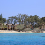 Gili Meno cu doar cateva bungalow-uri pe plaja