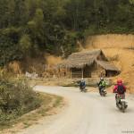 Pe drum, printre paduri de bambus si sate de munte