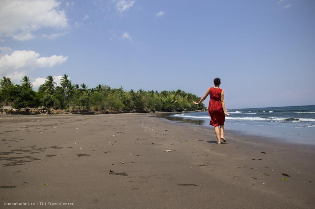 Plaja pustie din Melaya