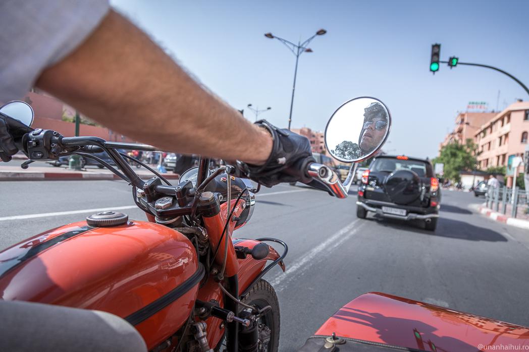 Vizităm Marrakech-ul din șaua unei motociclete Ural